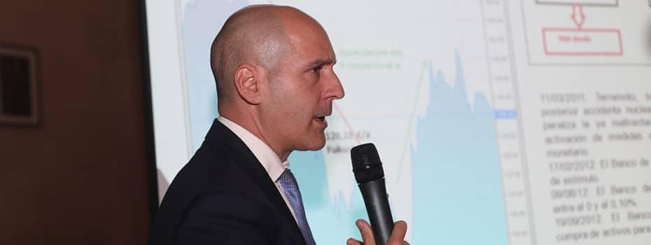 Foto de Pau A. Monserrat dando una charla